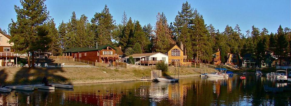 bb-cabins-along-lake-slider