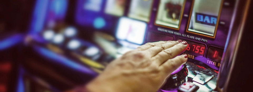 lv-older-fem-hand-slots-slider